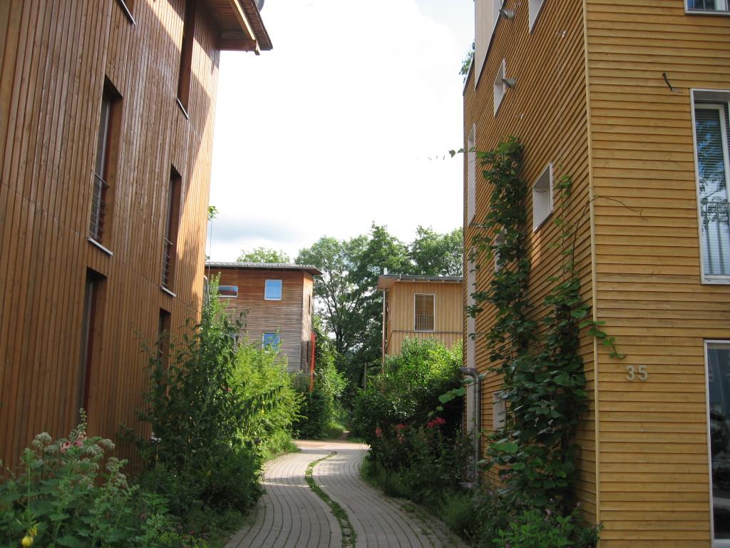 Vaubanin asuinalue Freiburgissa lienee Euroopan tunnetuimpia autottomia alueita. Photo: Claire7373