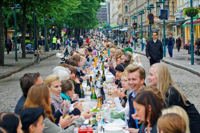 Illallistapahtuma Helsingin taivaan alla vuodelta 2013. Kuva: Lauri Rotko / Helsingin kaupunki